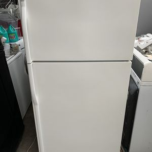 Kenmore White Top Freezer And Bottom Refrigerator for Sale in Moreno Valley, CA