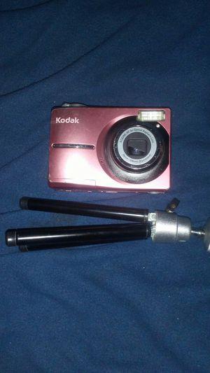 Kodak Digital Camera with mini tripod for Sale in Eugene, OR
