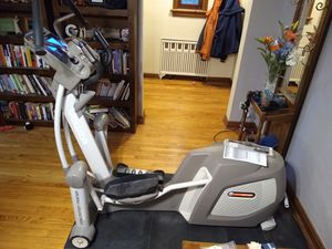 Heavy Duty Elliptical Machine with Manual, Unused Heart Monitor, and Exercise Mat for Sale in St. Louis, MO