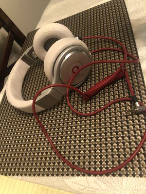 Beats by Dre Pro white leather wired for Sale in Los Angeles, CA