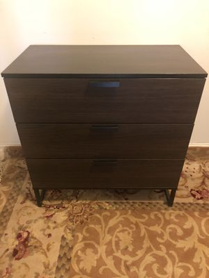 Bit Small 3 Drawer Dk. Brown Dressers - Like New Cond. - Delivery Available for Sale in Queens, NY