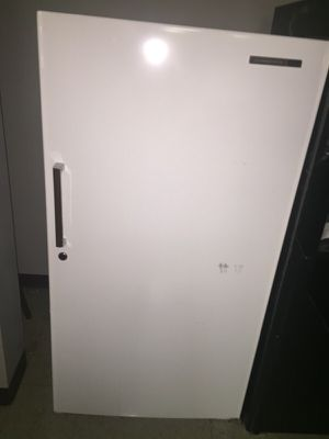 DEEP FREEZER UPRIGHT for Sale in Cleveland, OH