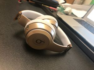 beats wireless 3 solo gold for Sale in Baltimore, MD