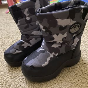 Snow Boots For Kids Size-9 for Sale in La Habra, CA