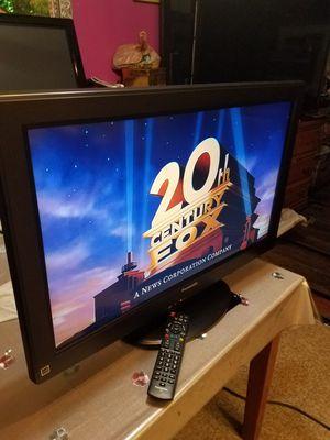 """PANASONIC TV 32""""INCH TRABAJA BIEN TIENE SU CONTROL ORIGINAL HDMI PORTS TODO FUNSIONA BIEN LISTA PARA USARSE for Sale in Santa Ana, CA"""