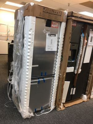 Whirlpool stainless steel bottom freezer refrigerator brand new with manufacture warranty for Sale in West Laurel, MD