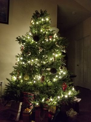 Christmas tree 7.5 Ft for Sale in Gainesville, VA