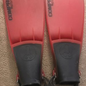 SWIM 🏊♀️ FLIPPERS ADULT SIZE for Sale in Fresno, CA
