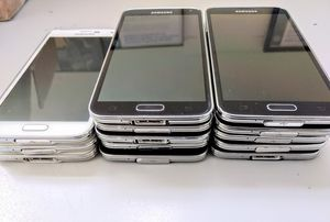 Samsung Galaxy S5 16GB wholesale lot of 5 phones great shape for Sale in North Miami Beach, FL