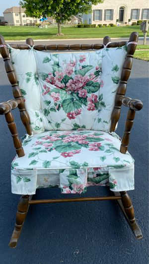 Antique child's rocking chair for Sale in Maumee, OH