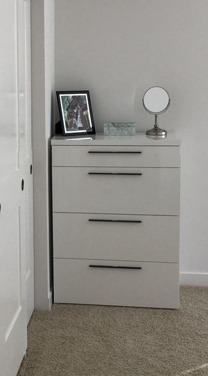 Brand NEW White chest, nightstands and queen size bed frame BEDROOM SET for Sale in Kirkland, WA