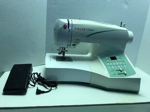Sewing machine singer futura for Sale in Union City, NJ