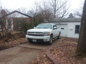 2008 chevy Silverado 1500 crew cab for Sale in St. Louis, MO