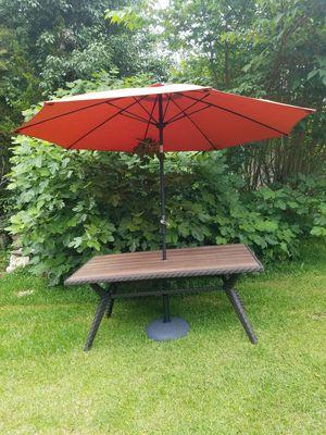 Patio furniture table with umbrella for Sale in Smyrna, GA