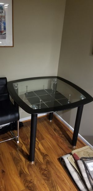 Glass kitchen table and chairs for Sale in Gaithersburg, MD