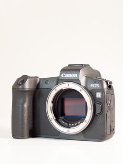 Canon EOS R Mirrorless Camera Body Only for Sale in Clovis,  CA