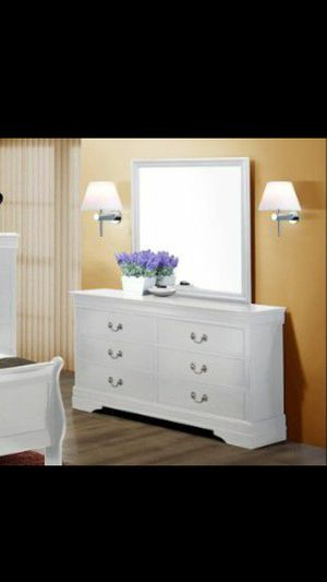 Dresser with Mirror for Sale in Peoria, AZ
