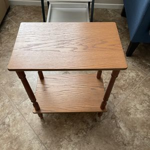 Small Wood Side Table/ Plant Stand for Sale in Menifee, CA