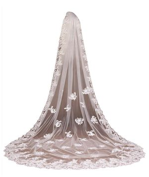 Lace cathedral wedding veil- velo de novia for Sale in Gaithersburg, MD