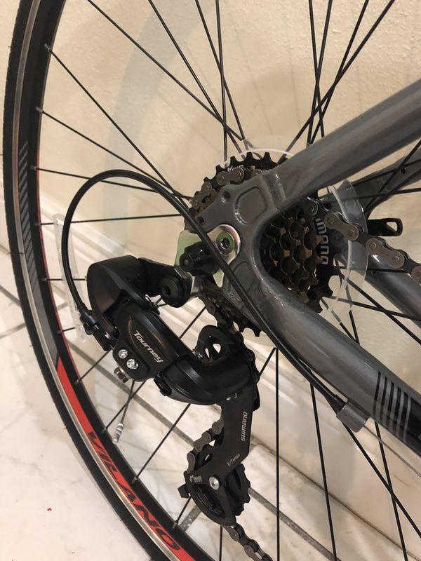 Vilano Tuono 2.0 Aluminum Road Bike 1 month old