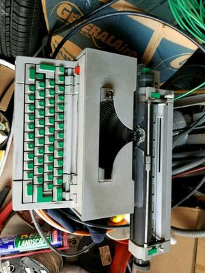 1964 VINTAGE OLIVETTI PRAXIS 48 TYPEWRITER for Sale in Chicago, IL
