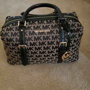 Michael Kors Large Purse for Sale in MD CITY, MD