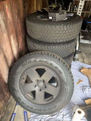 Jeep Wrangler Sahara Rims and tires for Sale in Los Angeles, CA
