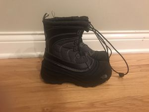North face Kids Snow boots size 13 for Sale in Roselle, IL