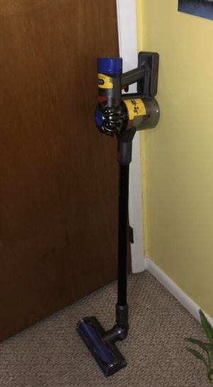 Dyson V8 Motorhead for Sale in Clinton, MD