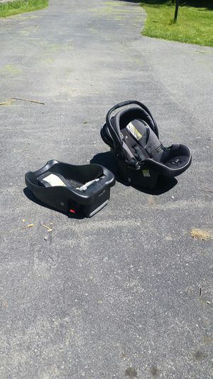 Infant car seat for Sale in Youngstown, NY