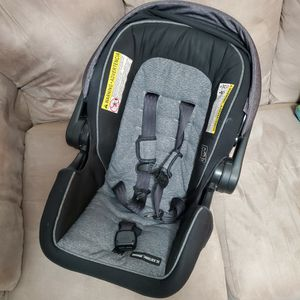 Graco Snugride Snuglock 35 Infant Baby Car Seat for Sale in San Fernando, CA