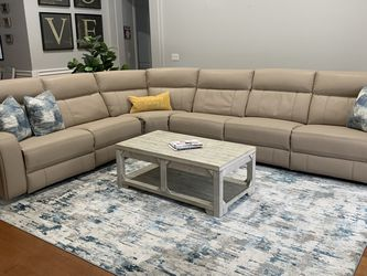 Microfiber Reclining Sectional 4 Months Old! for Sale in Mount Dora,  FL