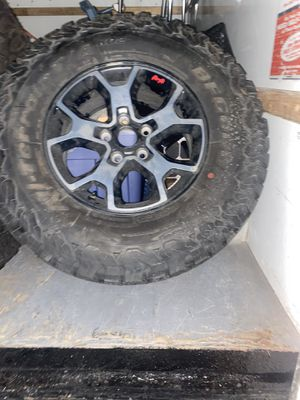 17 inch Jeep Wrangler rubicon jk oem mopar factory wheels for Sale in Detroit, MI