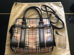 Burberry 100% original for Sale in Kissimmee, FL