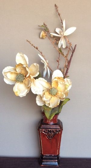 Beautiful rusty red vase with flowers included for Sale in Orosi, CA