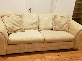 Sleeper Sofa From Jennifer convertible for Sale in Bethesda,  MD