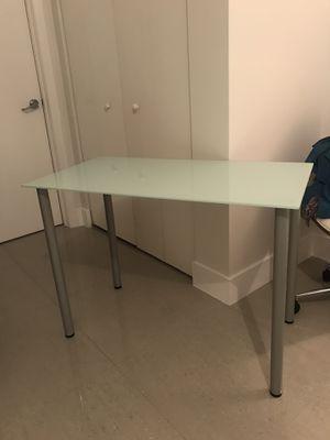 IKEA modern glass table/desk for Sale in Miami, FL