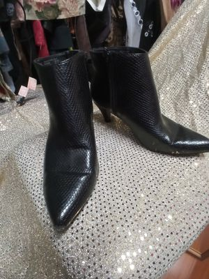 Black ankle boots size 9 for Sale in Tacoma, WA