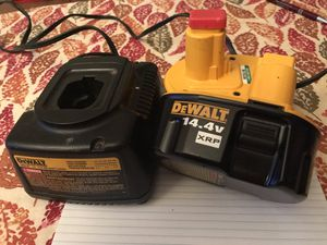 1 cargador y 2 baterias DeWALL for Sale in Lanham, MD