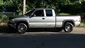 1999 chevy silverado z71 1500 for Sale in New Haven, CT