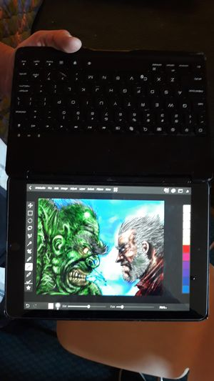 10 iPad 6 gen iPad 128 gig with Bluetooth backlit keyboard an apple pencil included for Sale in Torrance, CA