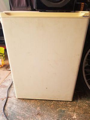 Mini fridge for Sale in Hemet, CA