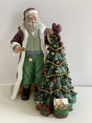 Thomas Kinkade Holiday Collectible Statue- St Nicholas Collection for Sale in North Las Vegas, NV