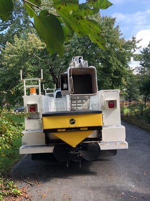 1995 ford f800 bucket truck diesel for Sale in Hyattsville, MD