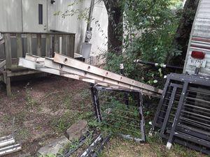 24' Heavy Duty 300lb. test Louisville Extension Ladder for Sale in Nashville, TN