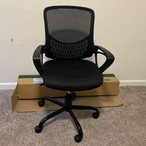 Adjustable Office Chair With Padded Seat for Sale in Atlanta, GA