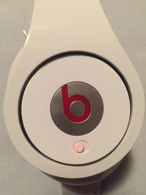 Beats by dre. Studio white color like new for Sale in Dallas, TX