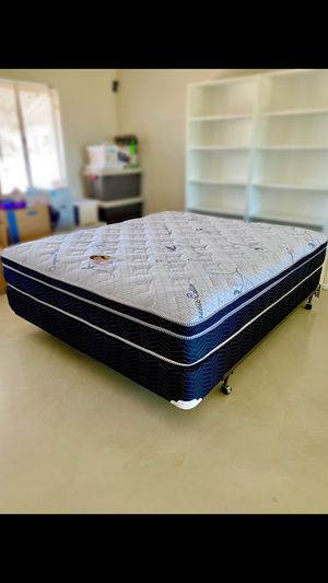 Queen Size Pillow Top Mattress And Box Spring Set for Sale in Desert Hot Springs, CA