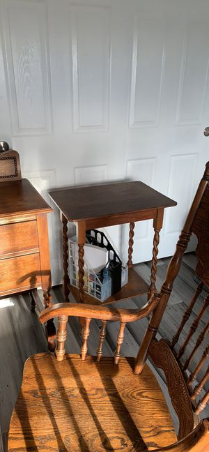 Antique dresser ! Solid oak seat chair ! And side table for Sale in Menifee, CA