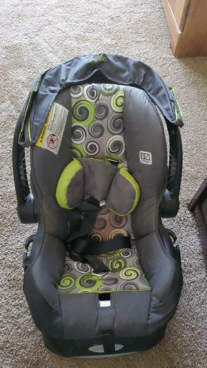 Evenflo baby car seat for Sale in Columbus, GA